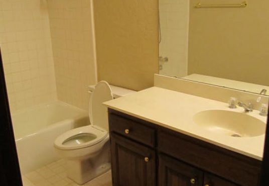 4000 NW 68th Guest Bathroom